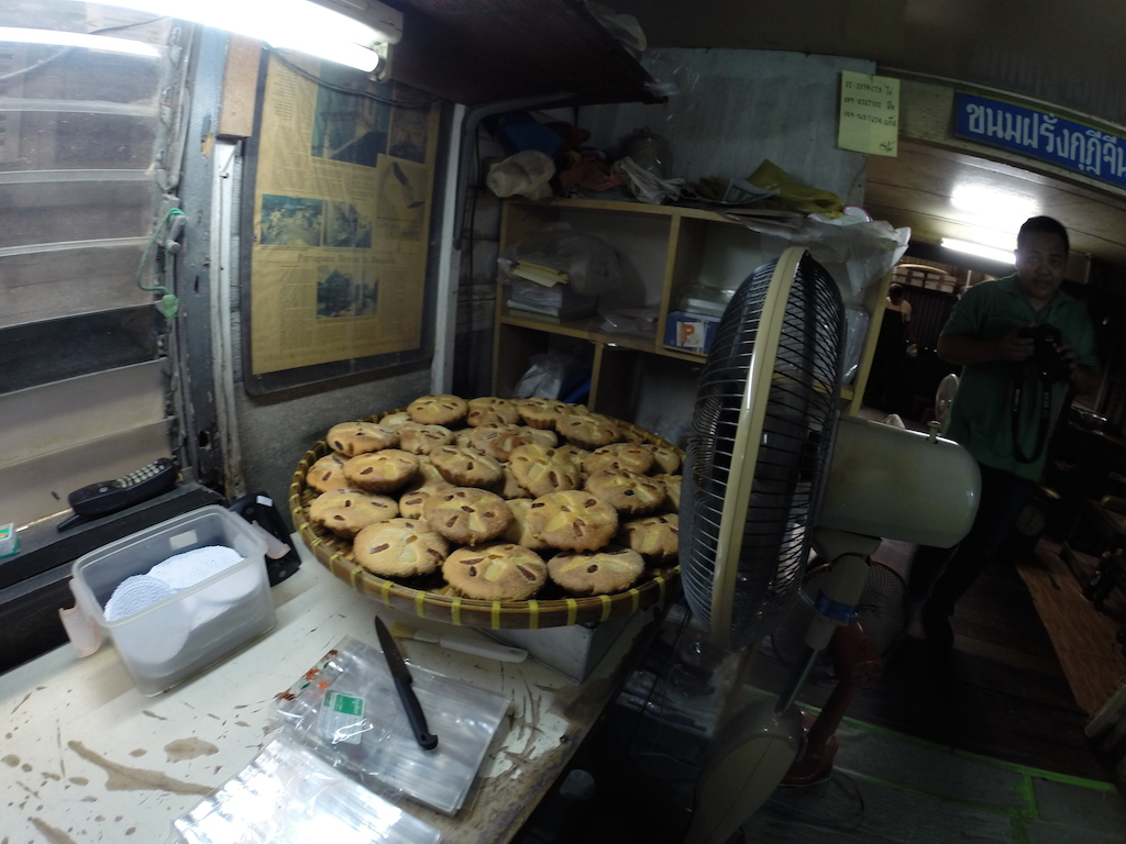 Thanusingha House Bakery Khanom Farang Kudeejeen