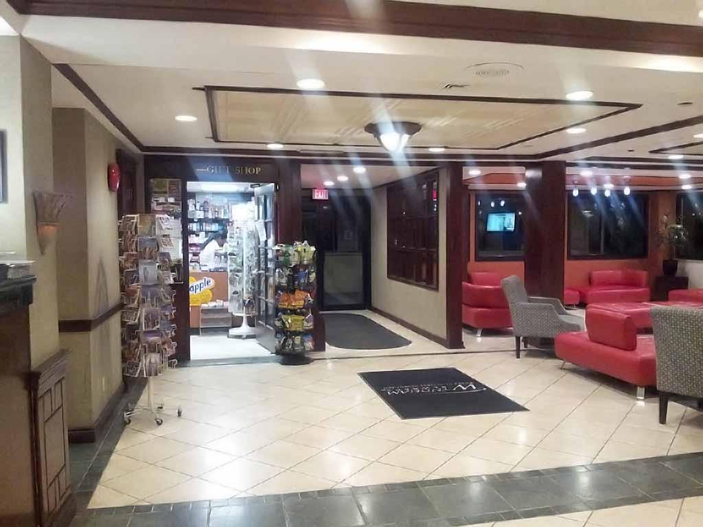 Wyndham Garden Hote LNewark Airport Gift Shop