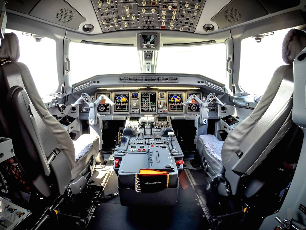 Belavia ERJ-195 Cockpit at Farnborough 2014