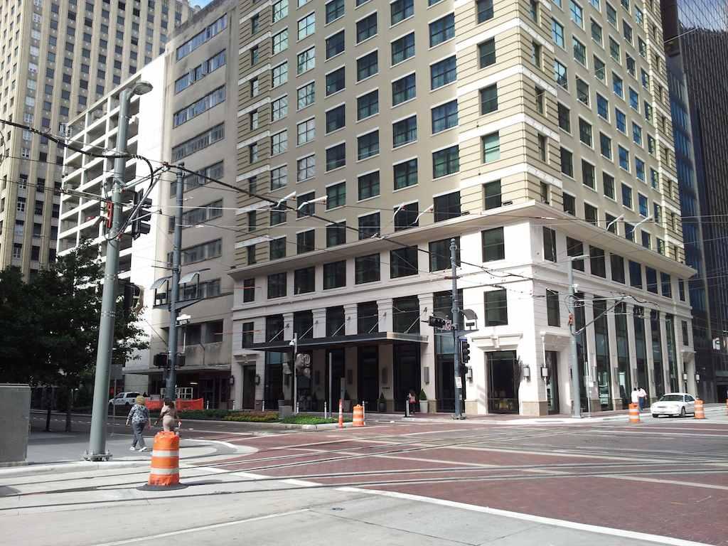 Front Entrance Far JW Marriott Houston Downtown