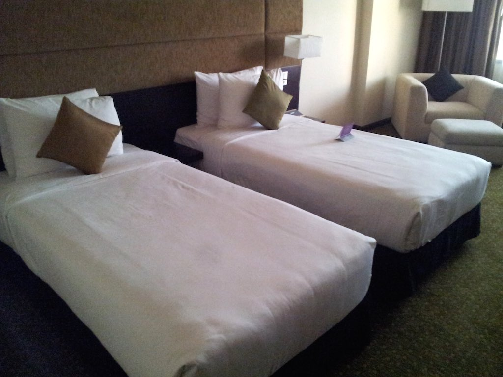 Cinnamon Lakeside - Interior of the room with two twin beds