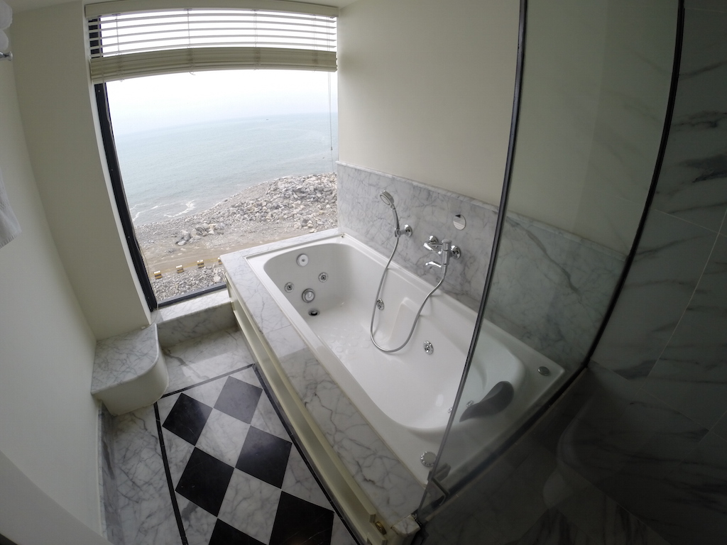 Colombo Sri Lanka - The Bath tub at the Kingsbury