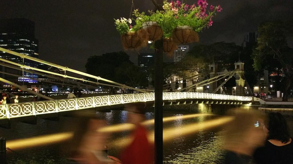 Cavenagh Bridge Singapore at night