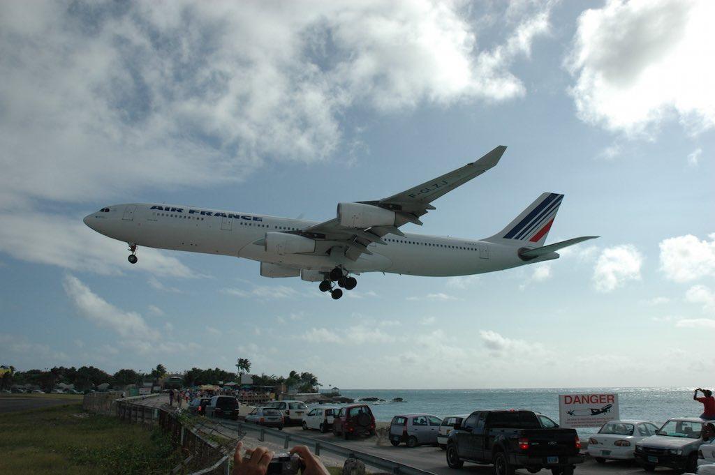Air France Airbus A340 Landing F-GLZJ