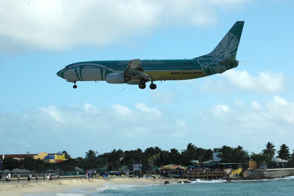 BWIA Boeing 737-800 Landing in SXM