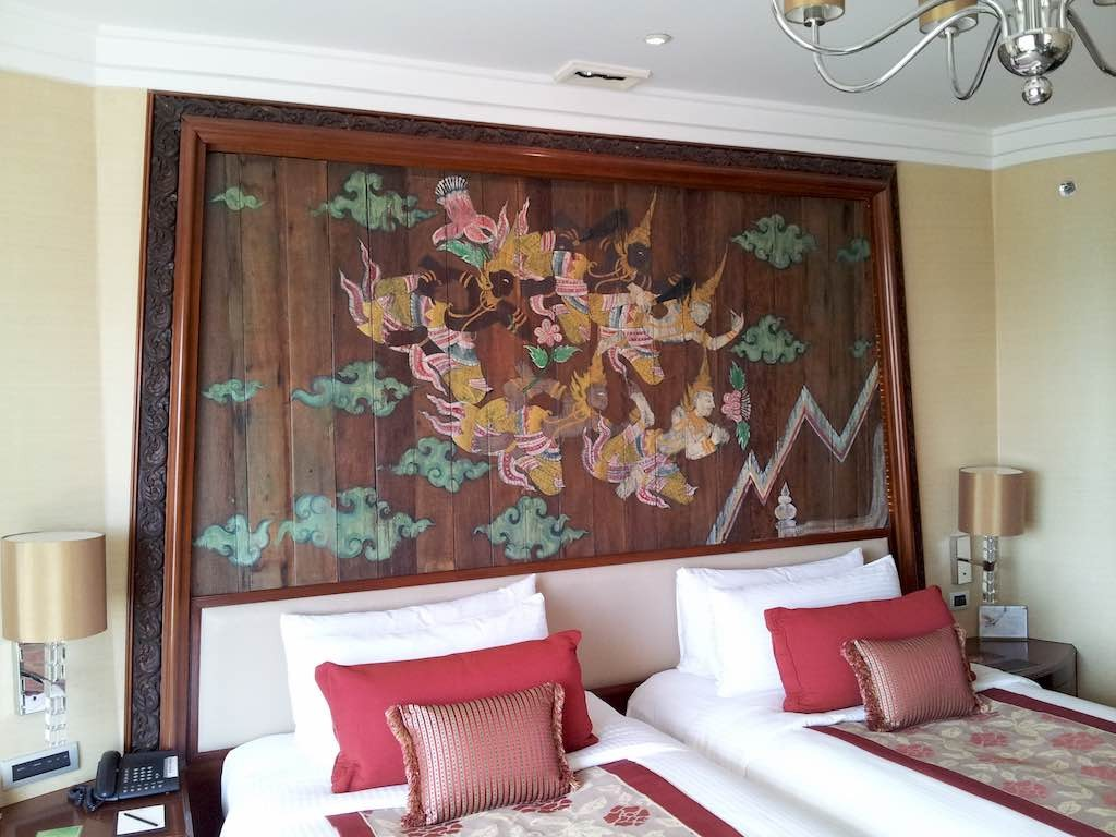 Shangri-La Bangkok Bedroom Headboard