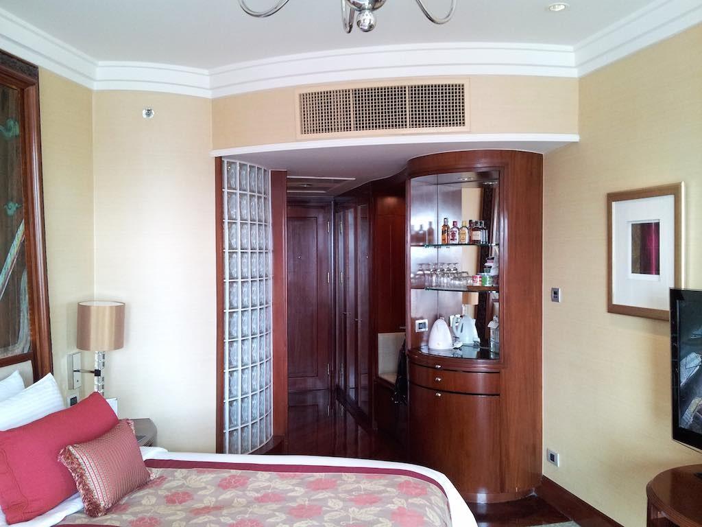 Shangri-La Bangkok Bedroom Looking Towards The Door