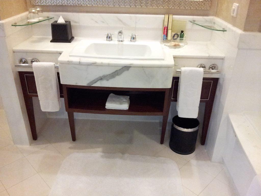 Shangri-La Bangkok - Bathroom The Sink