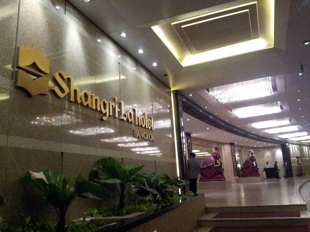 Shangri-La Hotel Bangkok Entrance