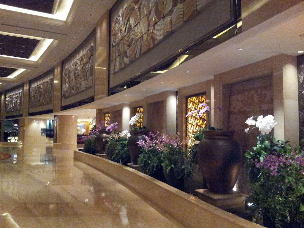 Shangri-La Hotel Bangkok Hallway
