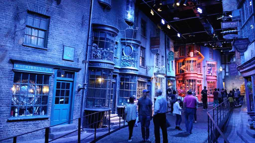 Warner Bros. Studio Tour London - The Making of Harry Potter - Daigon Alley