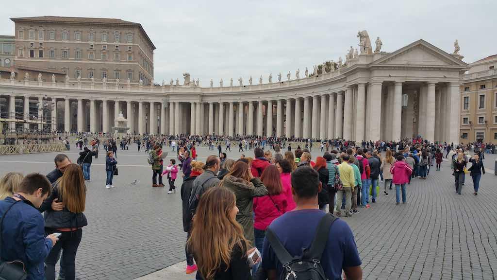 Walks of Italy - St. Peter's Basilica Queue
