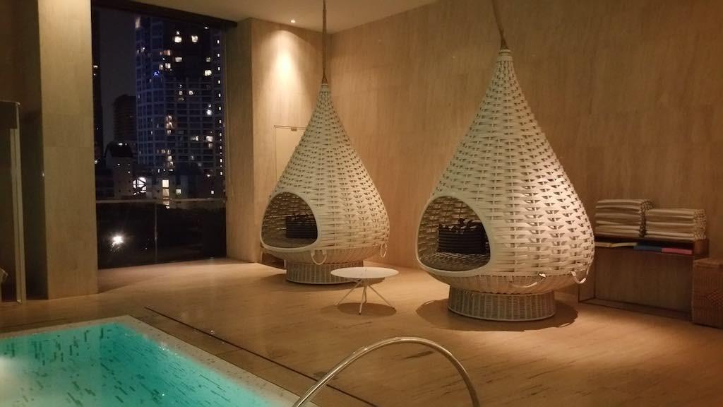Oriental Residence Bangkok Swimming pool pods