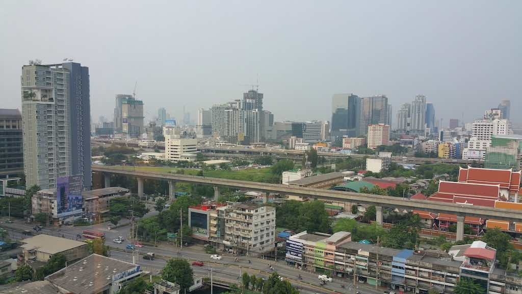 Street and Train View - Avani ATRIUM - Bangkok, Thailand