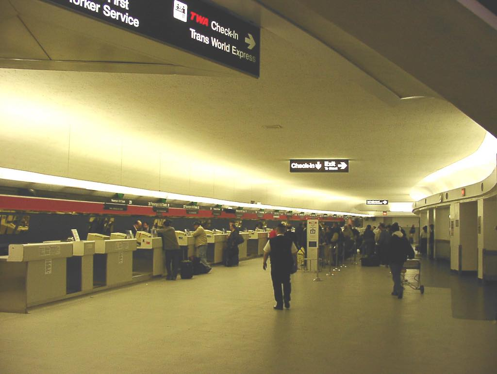 Nostalgia: TWA Terminal New York-JFK (JFK) - Check-in circa April 2001