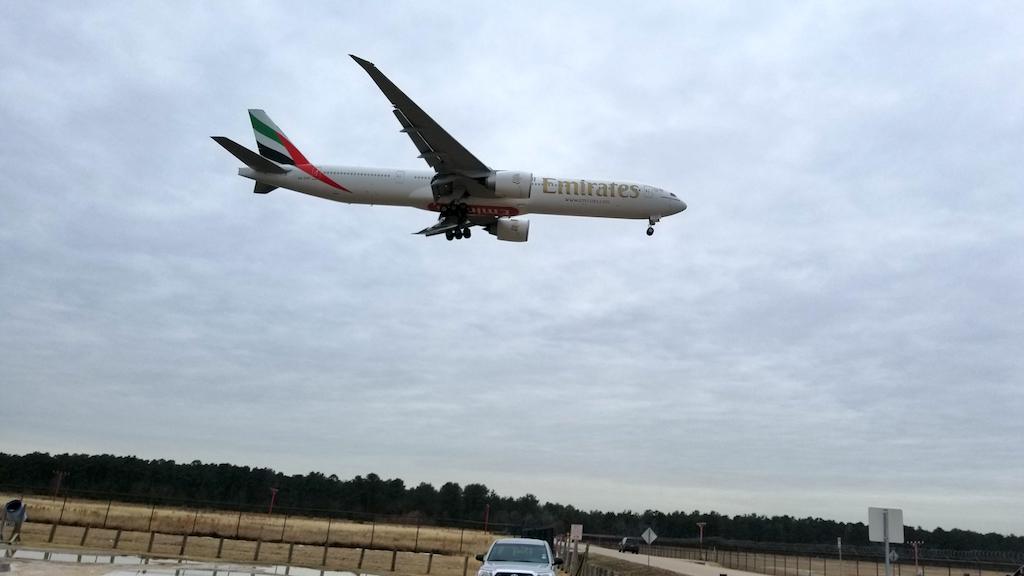 Emirates Boeing 777-300 Landing at IAH on 20180118 at 14:39:14