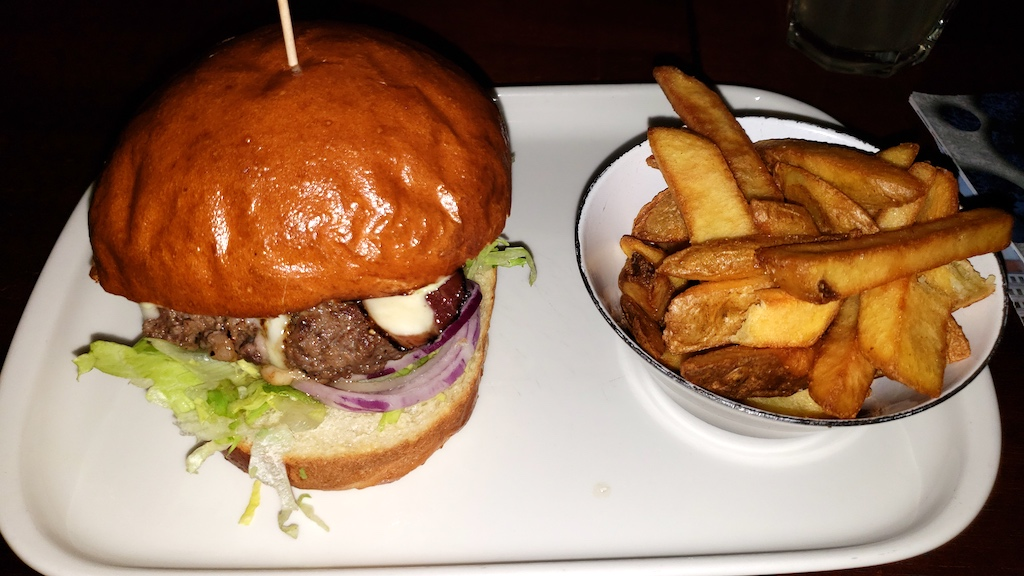 Křivoklát Castle - Black Dog Burger and Fries