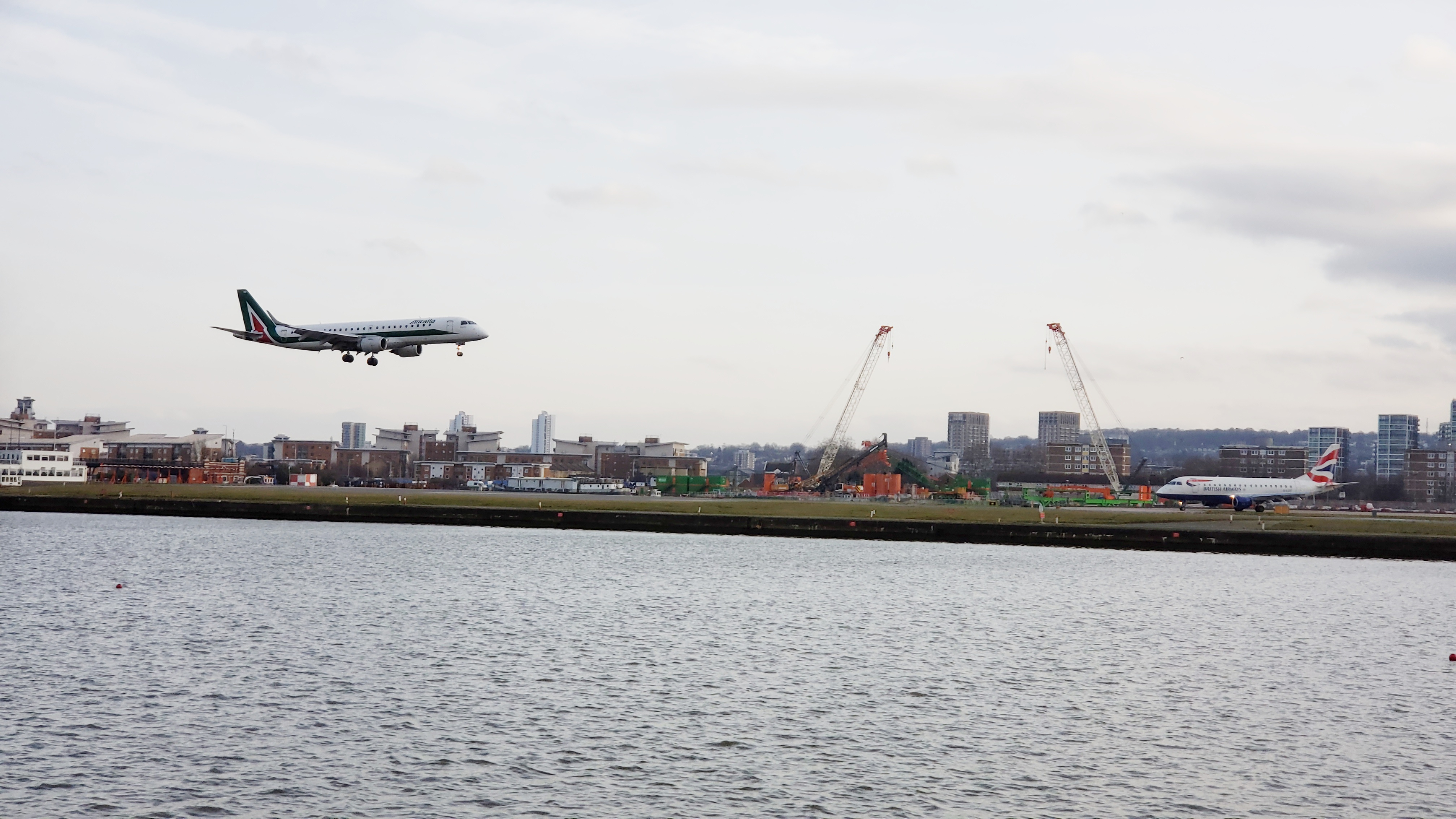 Plane Spotting - 20190217 Alitalia ERJ BA ERJ London-City (LCY)