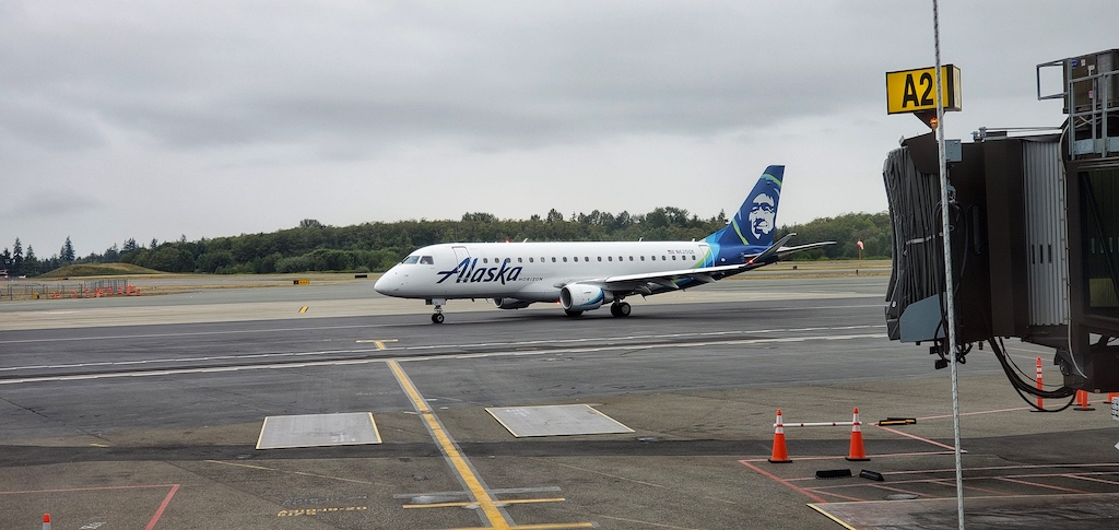 Paine Field [Snohomish County Airport] (PAE) - Alaska Airlines operated by Horizon Air