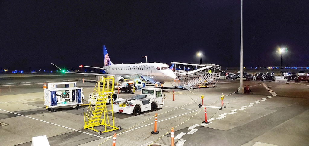 Paine Field [Snohomish County Airport] (PAE) - United Express operated by SkyWest Airlines