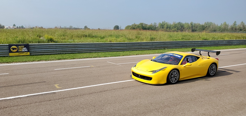 Autodromo Modena - Ferrari 458 Yellow on straight away