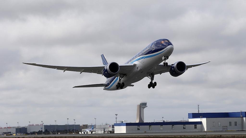 Azerbijan Airlines Boeing 787-8 Takeoff