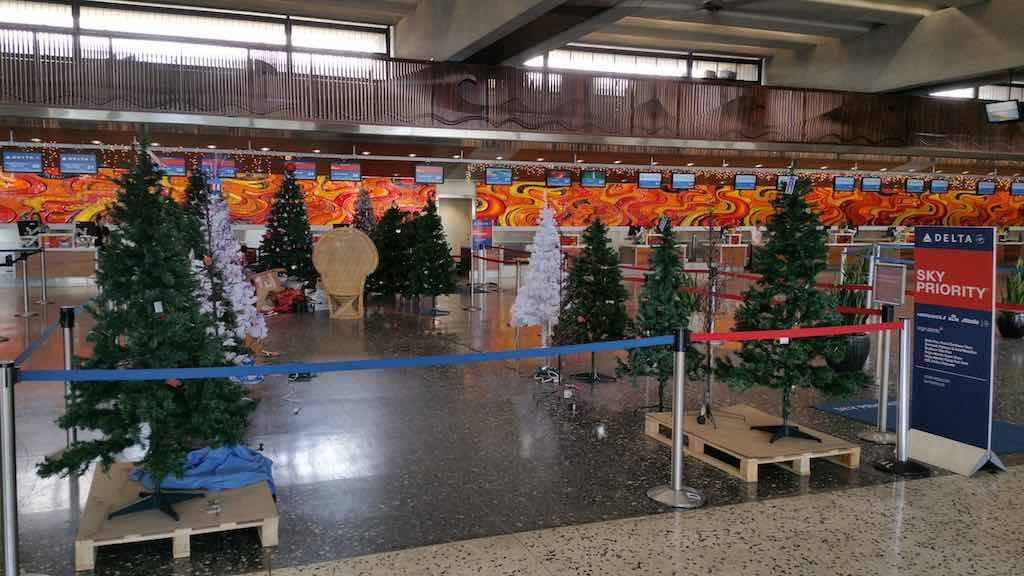 Christmas Tree - Honolulu Delta Air Lines Check-in (HNL)