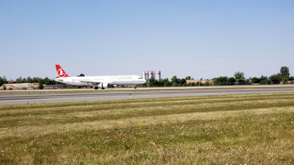 Křivoklát Castle - Turkish Airlines (TK) Airbus A321 Landing in PRG