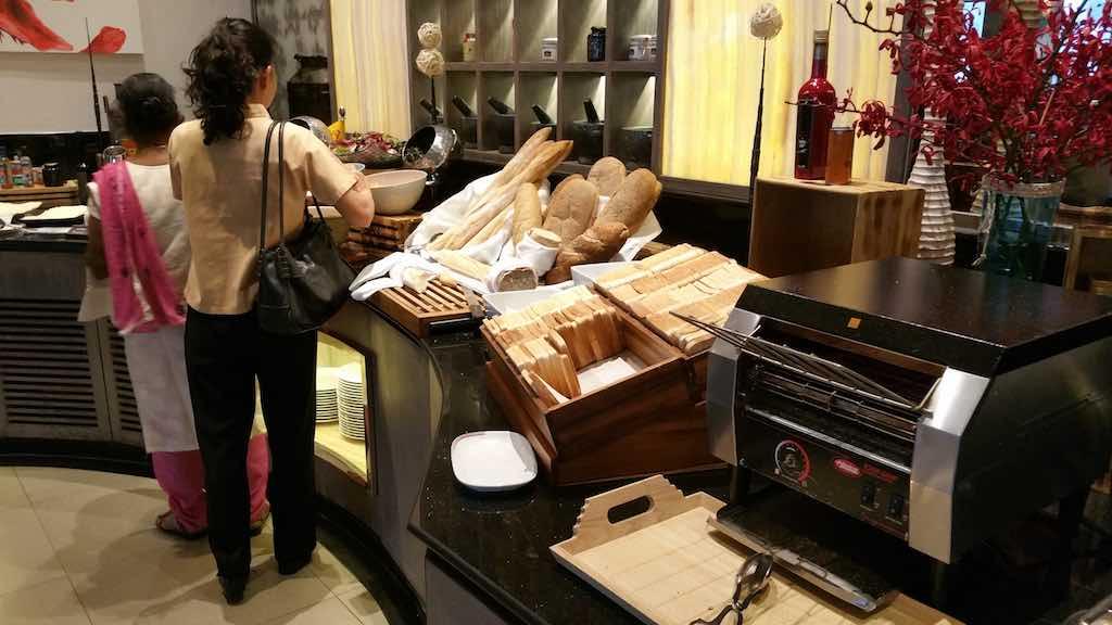 PUBLIC Restaurant breads Avani ATRIUM Bangkok