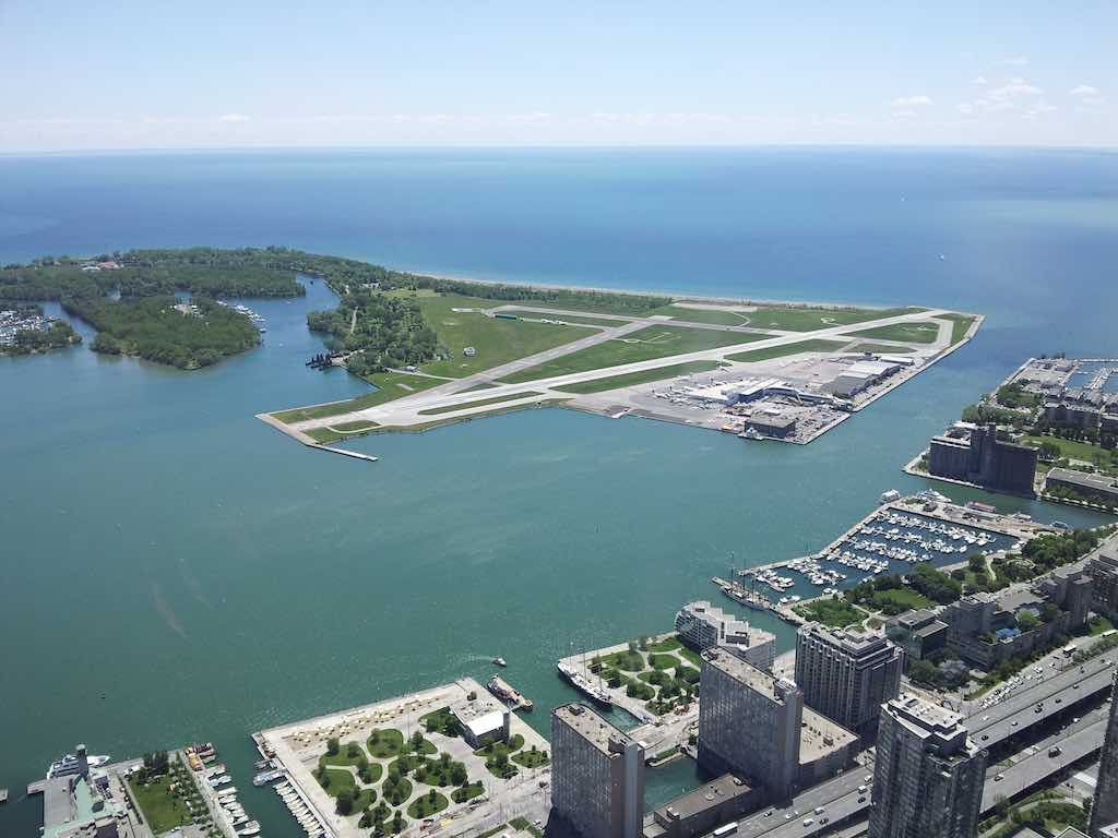 Toronto - Billy Bishop Airport YTZ