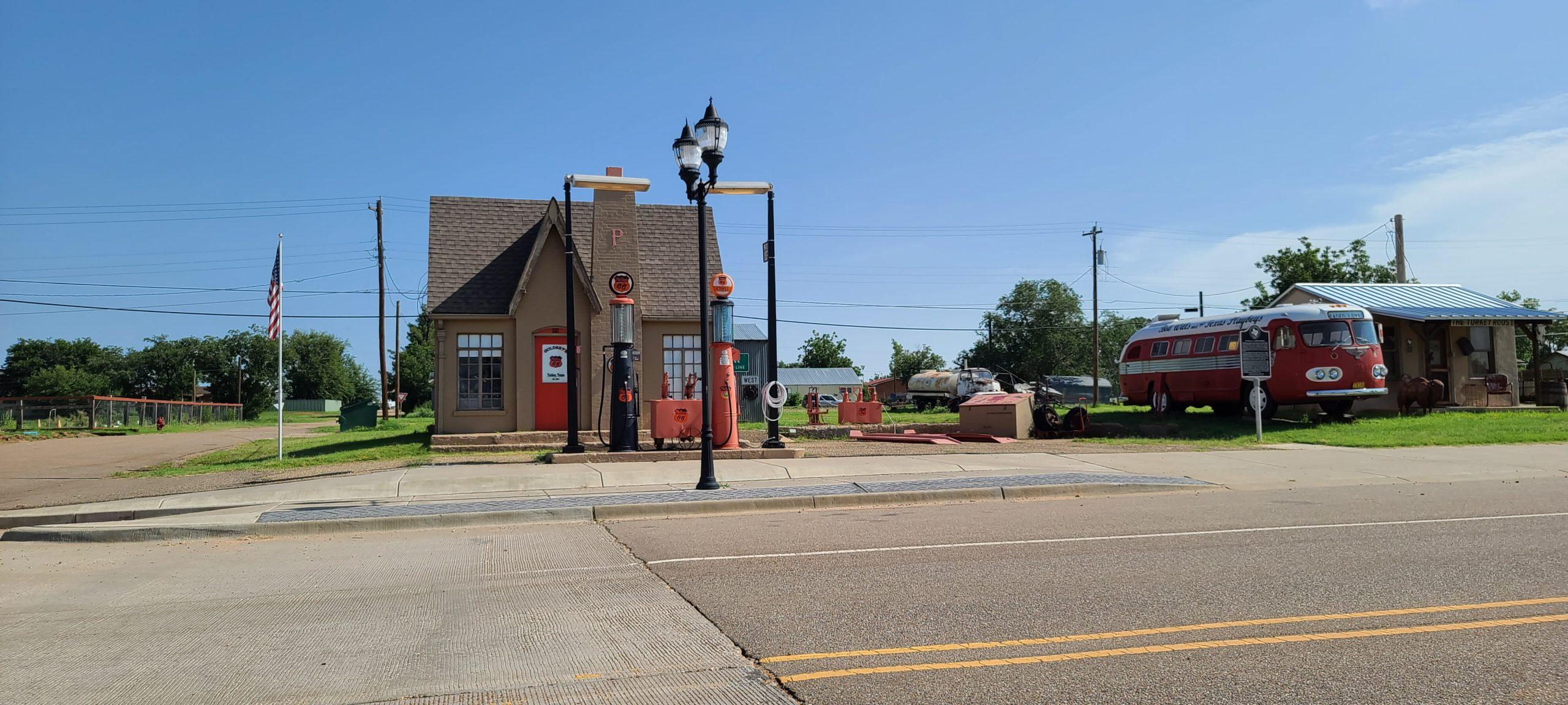 Phillips 66 Service Station in Turkey, Texas